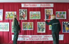 Выставку детских рисунков открыли в приморской колонии