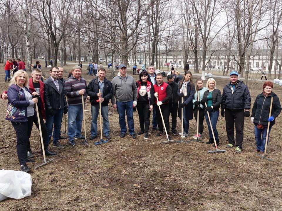Депутаты ЗС ПК приняли участие в субботнике во время рабочей поездки в Артемовский городской округ