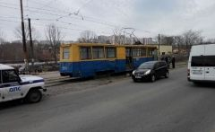 Во Владивостоке трамвай сбил пожилую женщину