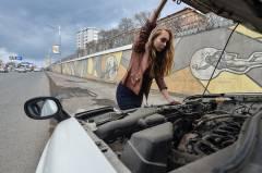 Эксперимент PRIMPRESS: сколько ждать помощи на дороге, если ты девушка