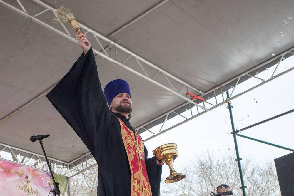 Тысячи жителей Приморья молились в храмах в день Воскресения Христова