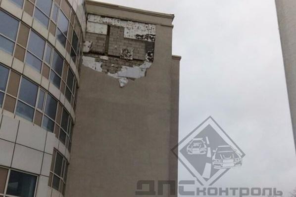 Во Владивостоке студенты ДВФУ «гранит отгрызли... принялись за фасады»