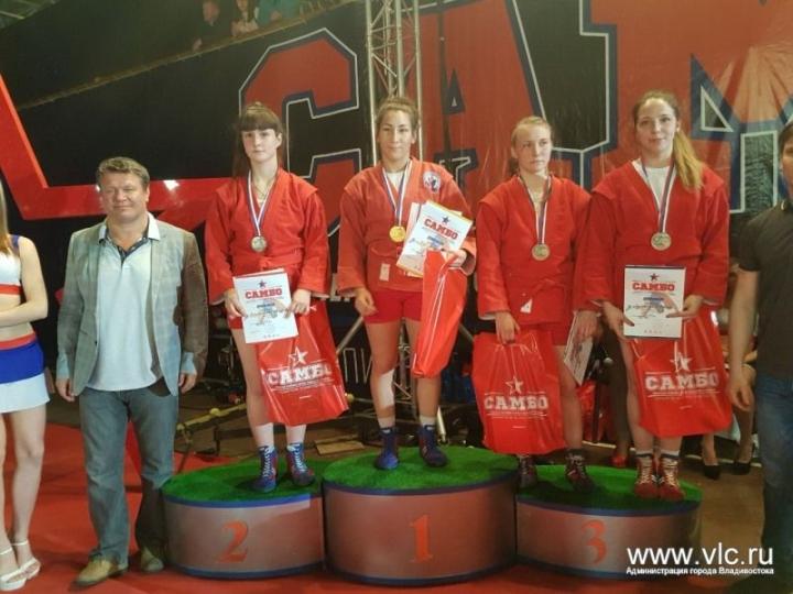 Приморские самбистки-студентки заняли первое командное место на чемпионате России