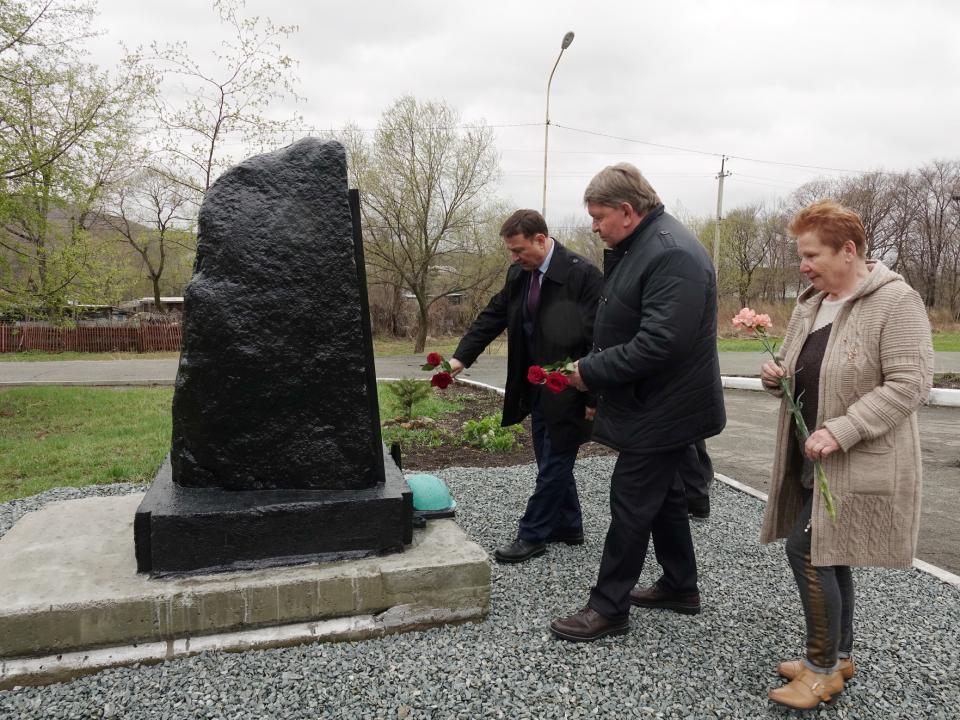 Мемориальная плита появилась в Суражевке в преддверии Дня Победы