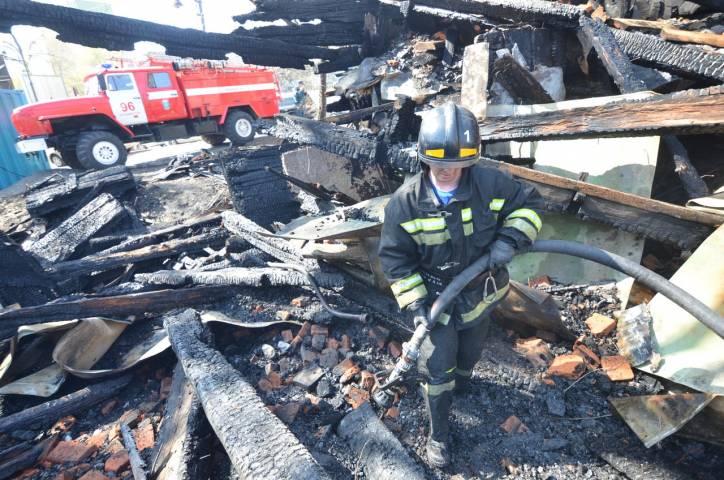 В Приморье пожарные спасли мужчину из горящего дома