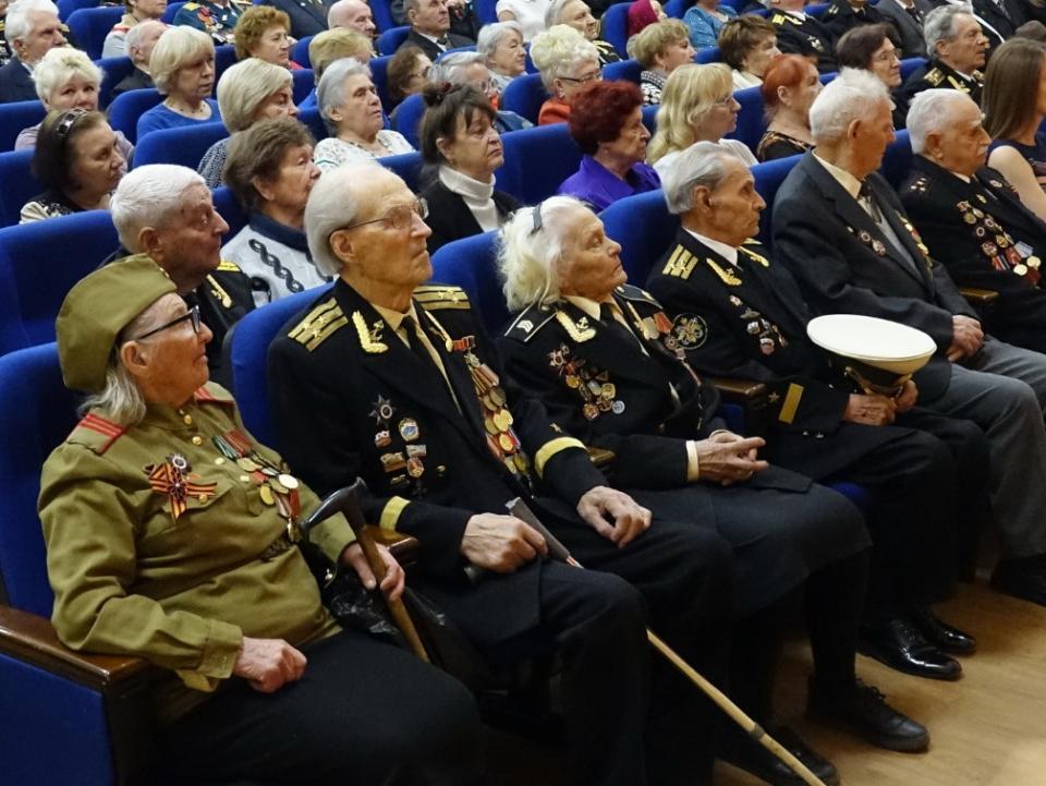 Торжественное собрание в преддверии Дня Победы прошло во Владивостоке