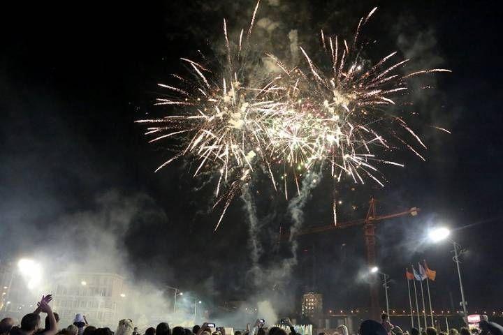 Жители Владивостока увидят три праздничных фейерверка