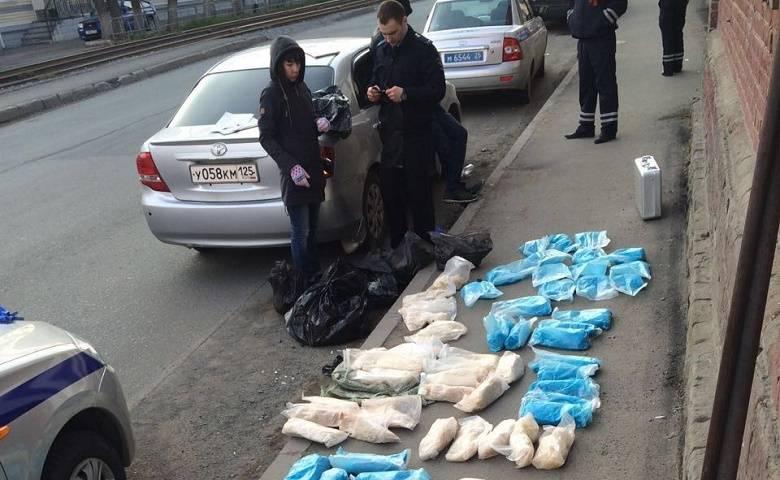 Приморские полицейские обнаружили в иномарке 90 кг порошкообразного вещества