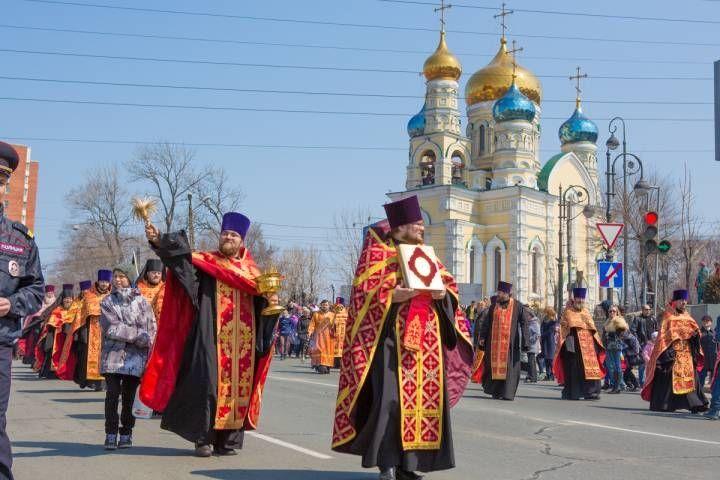 На время проведения пасхального Крестного хода движение в центре Владивостока ограничат