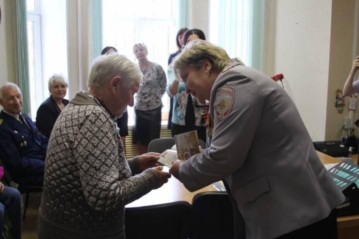 Ветераны Великой Отечественной войны получили новые паспорта во Владивостоке