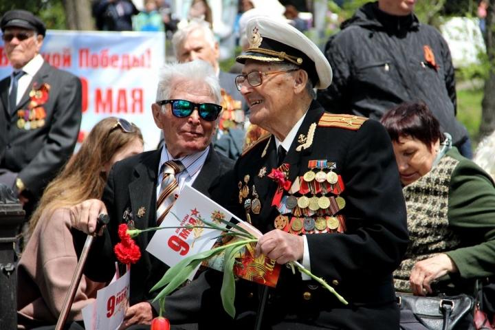 «Это, наверное, самый святой день в году»: Владивосток отмечает День Победы