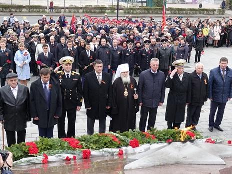 Парламентарии почтили память погибших в годы Великой Отечественной войны приморцев