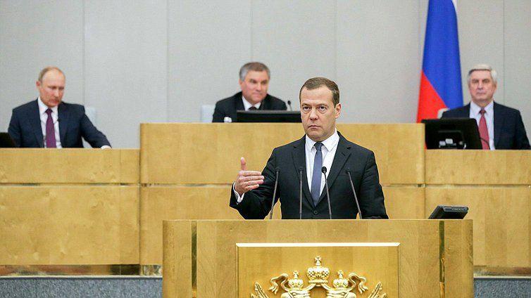 Медведев решил: пенсионный возраст будет повышаться