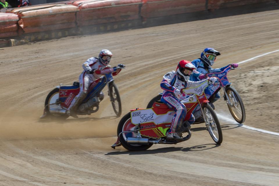 Владивостокская команда по спидвею «Восток» начала сезон с победы