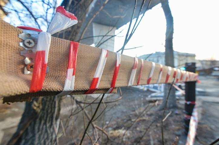 В центре Владивостока подверглись уничтожению зеленые насаждения и плодородный слой почвы