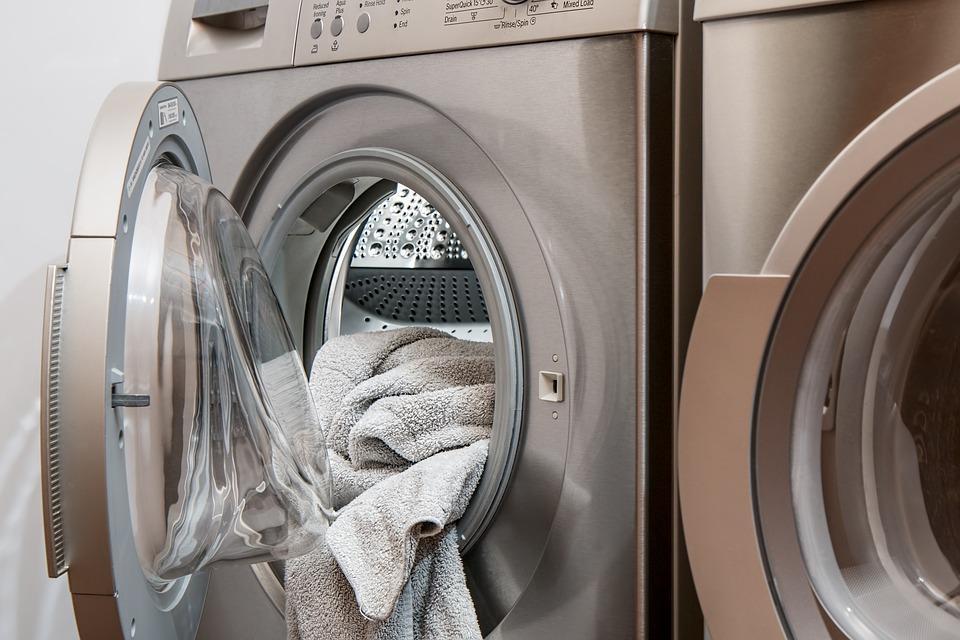 Жительница Владивостока едва не погибла от падения стиральной машины