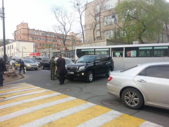 В центре Владивостока образовался серьезный затор