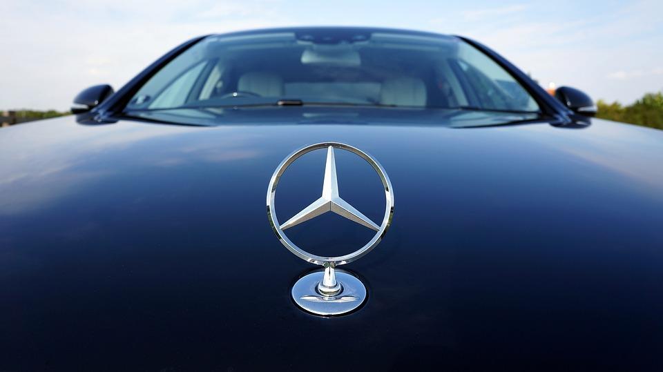 Приморец угнал у своей знакомой Mercedes и разбил его