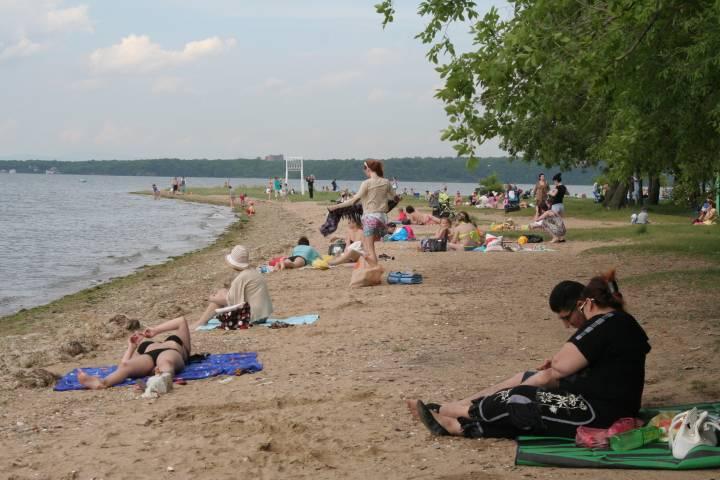 Роспотребнадзор выяснил, где можно купаться во Владивостоке