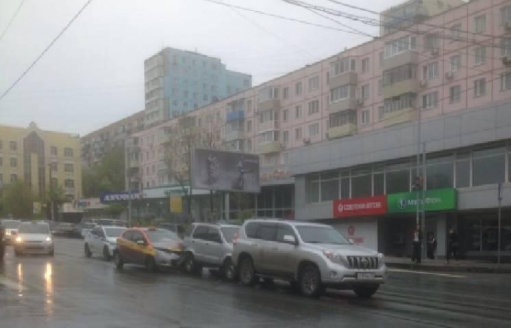 Во Владивостоке водитель устроил ДТП и скрылся