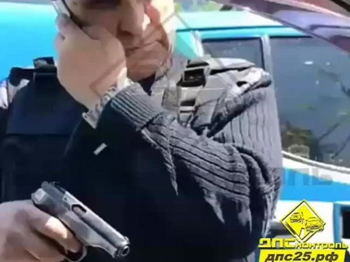 Сотрудники спецсвязи угрожали автомобилисту Владивостока оружием