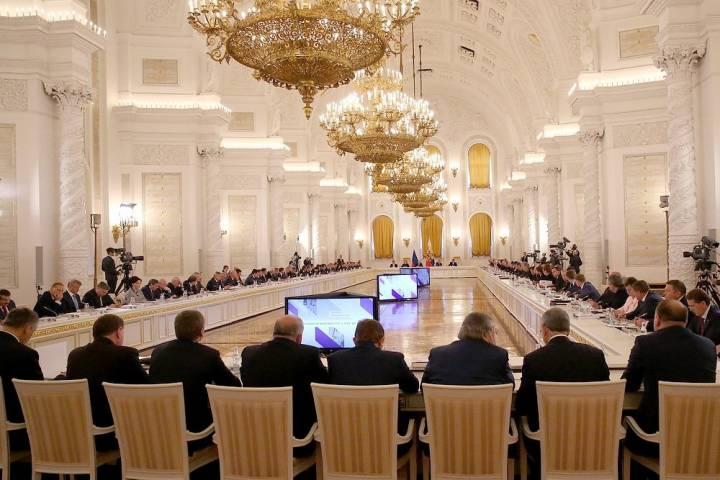 Путин требует снижения ставок по ипотеке, а Минфин предлагает готовиться к пенсии