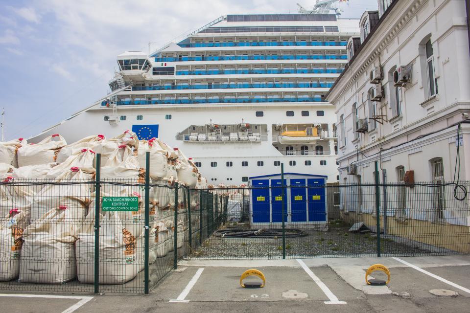 Мешки с цементом против туристической привлекательности Владивостока