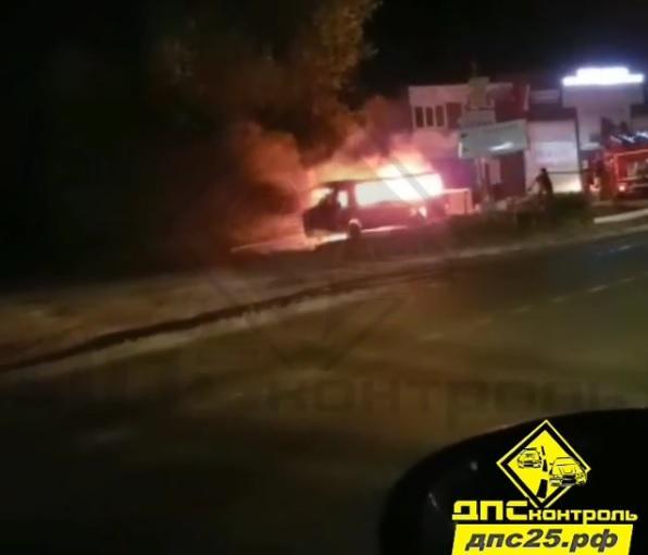 Пассажирский автобус сгорел в пригороде Владивостока