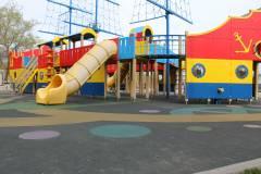 Резиновые покрытия детских площадок Владивостока могут быть опасны