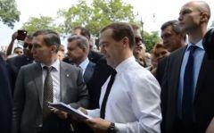 Дмитрий Медведев сказал, что денег нет, и пожелал хорошего настроения