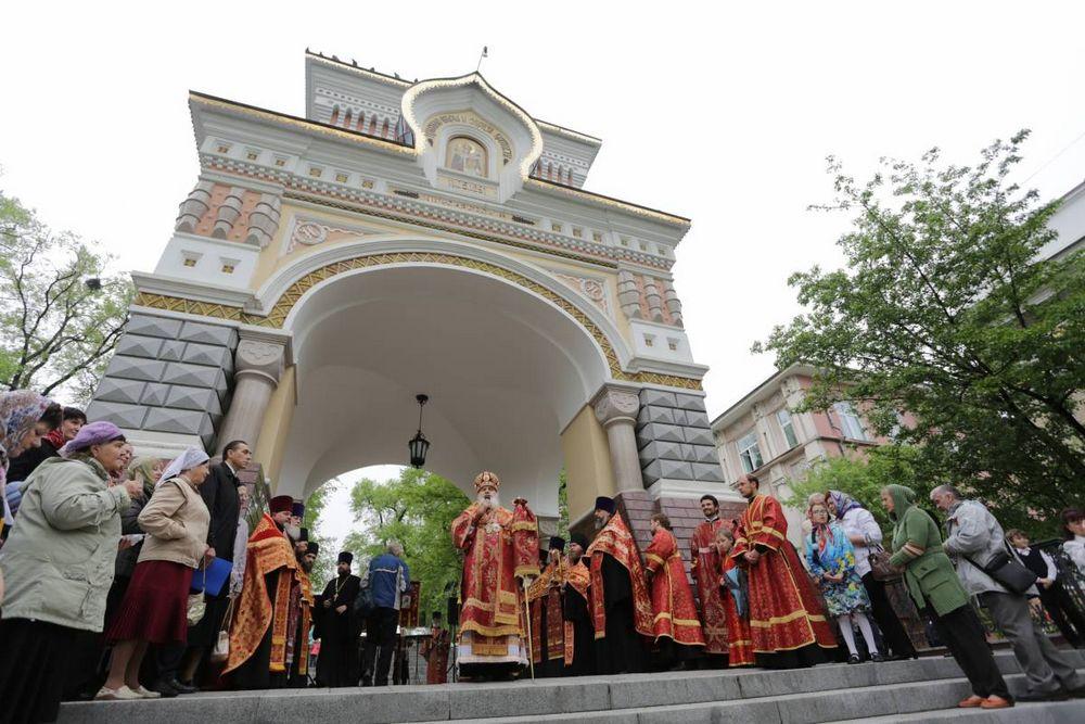 Во Владивостоке прошел праздничный молебен в честь «царских дней»