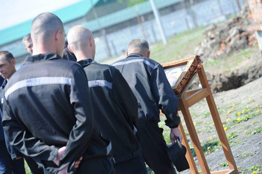 Приморские осужденные приложились к иконе страстотерпца Николая