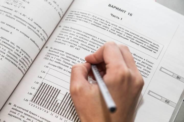 Приморские выпускники сдают ЕГЭ по географии и литературе