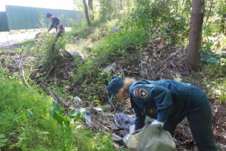 Участники акции «Чистая река» очистили от мусора берега в поселке Пограничном