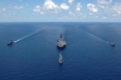 СМИ: третий американский ударный авианосец выдвинулся в сторону Корейского полуострова