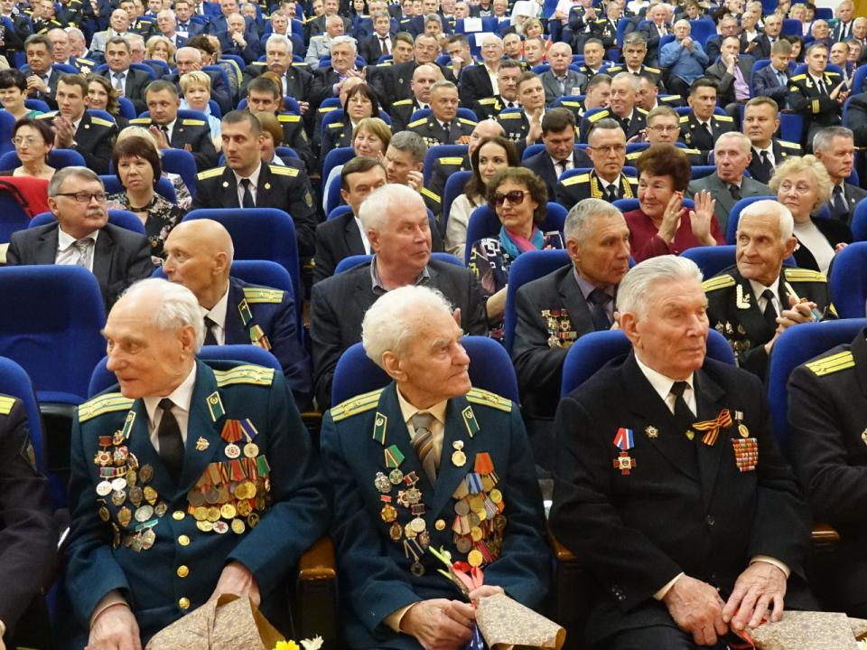 Вице-спикер парламента Приморья вручил почетные грамоты и благодарности ветеранам пограничных войск