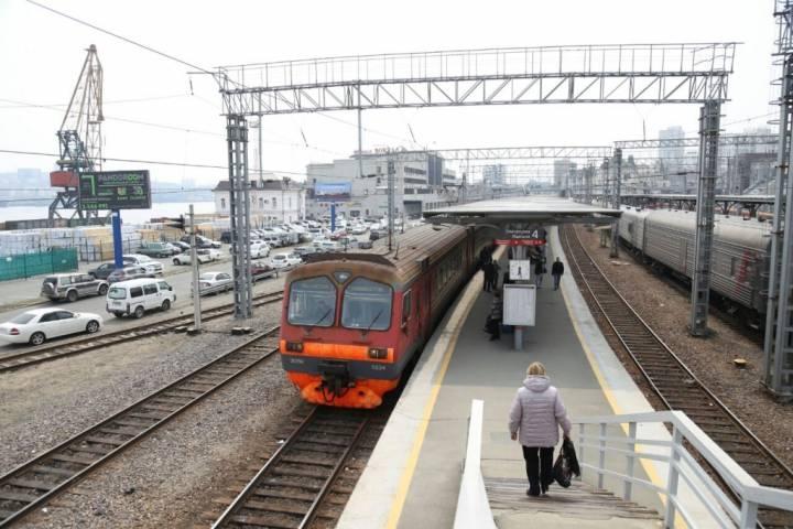 Жительница Приморья, переходя железнодорожные пути, попала под поезд
