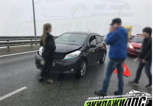 Сломавшийся автомобиль стал невольным виновником ДТП на объездной трассе во Владивостоке