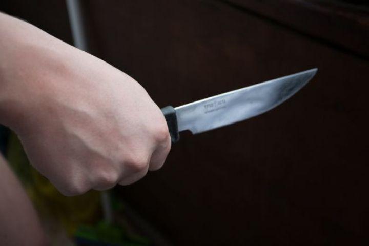 Во Владивостоке мужчину ударили ножом на автобусной остановке