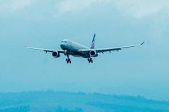 Молния ударила в самолет из Владивостока во время посадки