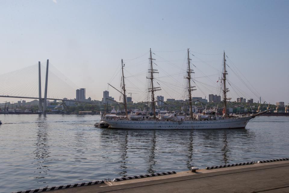 Японский парусник Kaiwo Maru пришвартовался у морского вокзала Владивостока