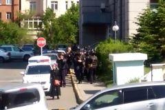 Во Владивостоке оцепили «Хендэ»