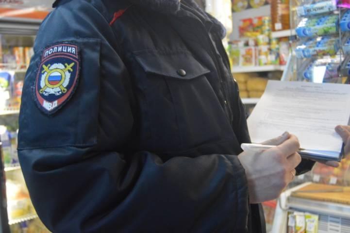 Житель Владивостока ограбил в магазине женщину, когда она передавала деньги за продукты