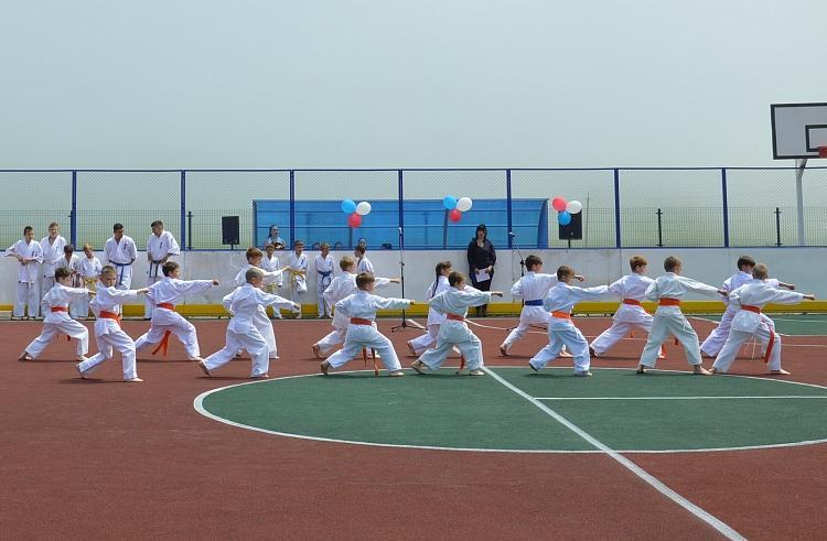 В поселке Зарубино появилась многофункциональная спортивная площадка