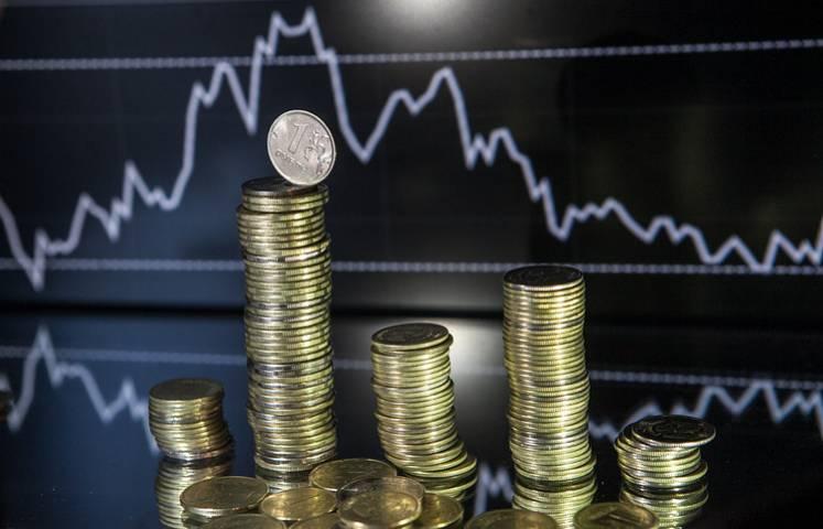 Доллар немного вырос, а евро – упал