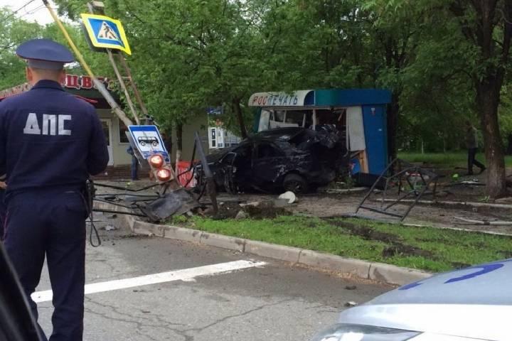 В Приморье будут судить водителя, который врезался в автобусную остановку