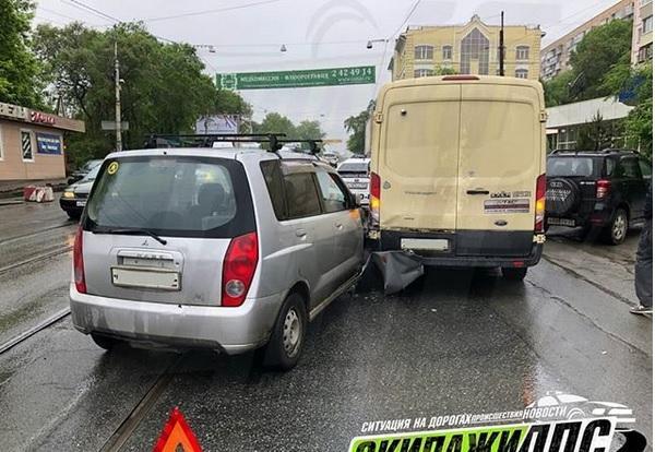 Машину инкассаторов «атаковала» иномарка во Владивостоке