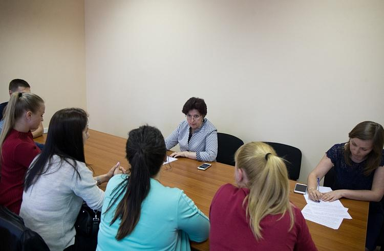 Вице-губернатор Приморья встретилась с детьми-сиротами