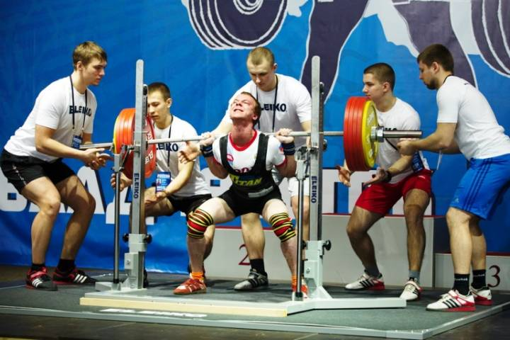 Чемпионат города по пауэрлифтингу продолжается во Владивостоке