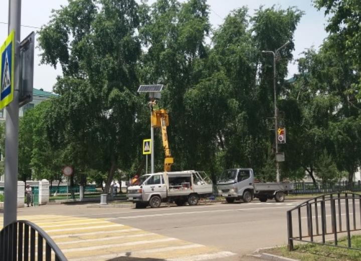 Автономный светофор на солнечных батареях появился в Арсеньеве